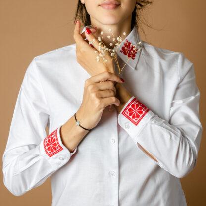 Camasa dama motive traditionale romanesti brodate